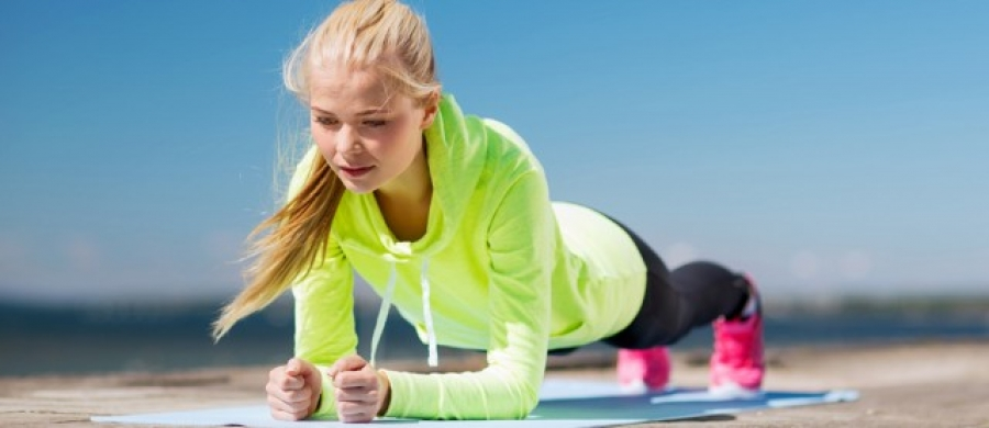 Κύρια φωτογραφία για το άρθρο: Σανίδα – Plank: η άσκηση δυναμίτης για τους μύες του κορμού