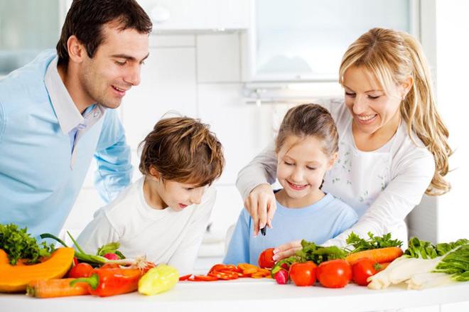Βοηθήστε τα παιδιά να αποκτήσουν υγιεινές διατροφικές συνήθειες. 7 Tips για να το καταφέρετε!